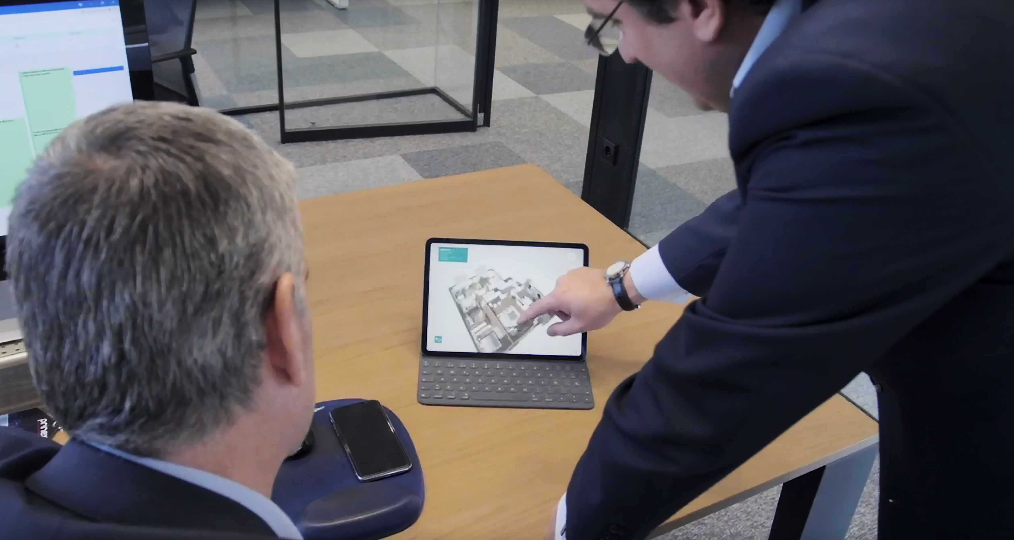 Man pointing at Prinex software on a tablet